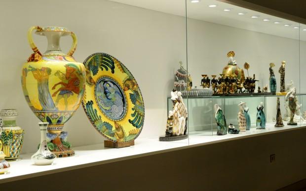 MIC Museo Internazionale Ceramica Faenza Bacheca con Achille Calezi e Francesco Nonni