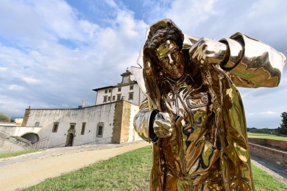 Jan Fabre, L'uomo che dà il fuoco (2002), bronzo al silicio. Foto di Attilio Maranzano © Angelos Bvba