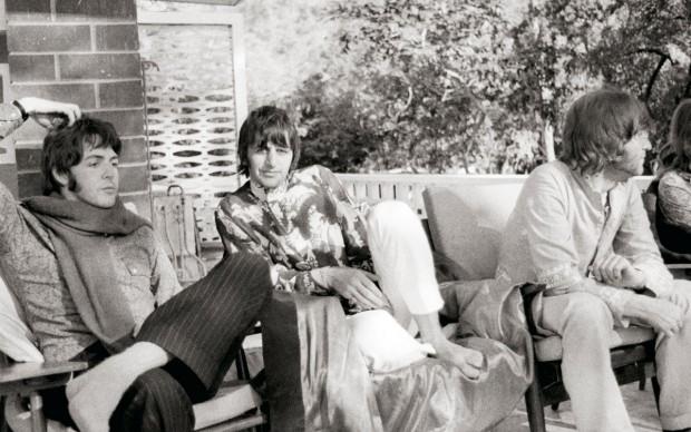 Pattie Boyd, Paul McCartney, Ringo Starr e John Lennon in India, 1968