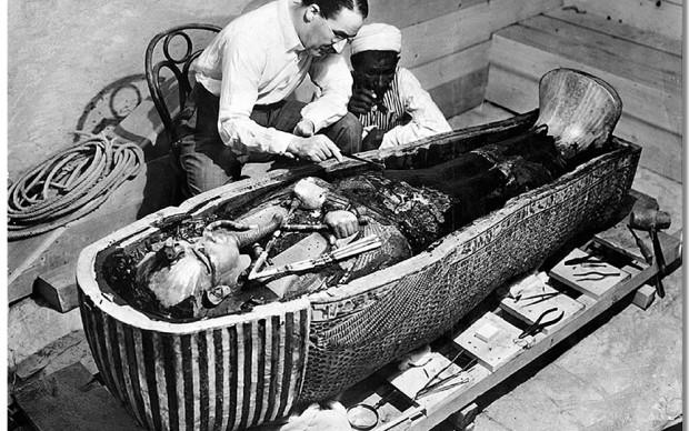 apertura sarcofago Tutankhamon faraone antico egitto