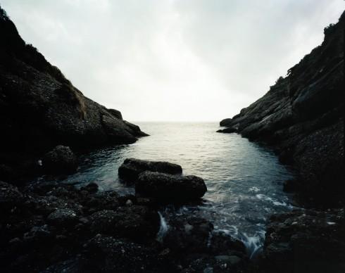 Andrea Botto, Cala dell'Oro, Area Marina Protetta di Portofino (GE) Liguria – 13.08.07, ore 17.27 Cala dell'Oro è un'area a riserva integrale, dove è interdetto l'accesso sia dal mare che da terra, tranne che per scopi scientifici. Nei prossimi mesi sarà attivata una sperimentazione con accessi regolamentati per le immersioni subacquee, 2007, Collezione MAXXI