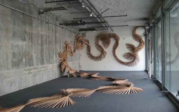 Barbara Holmes installazione legno di scarto riciclo San Francisco