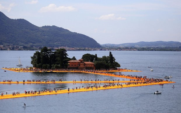 Christo and Jeanne-Claude, The Floating Piers, 2016, Lago d'Iseo. Photo MARCO BERTORELLO/AFP/Getty Images