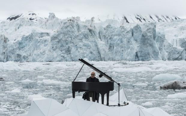 Ludovico-Einaudi-per-Greenpeace-concerto-pianoforte-artico