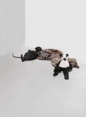 Peter Fischli David Weiss, Rat and Bear (Sleeping), 2008, Museo Nacional Centro de Arte Reina Sofía, Madrid © Peter Fischli David Weiss  Photo: Fischli/Weiss Archiv, Zürich