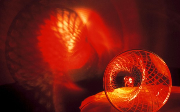 Peter Fischli David Weiss Son et lumière (Le Rayon vert), 1990 Flashlight, turntable, plastic cup, adhesive tape, 15 x 38 x 20,5 cm Studio Fischli/Weiss © Peter Fischli David Weiss Photo: Fischli/Weiss Archiv, Zürich