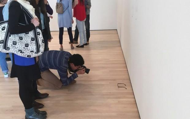 scherzo Museum of Modern Art San Francisco occhiali spacciati per opera arte contemporanea