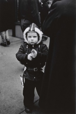 Diane Arbus, Kid in a hooded jacket aiming a gun, N.Y.C. 1957 © The Estate of Diane Arbus, LLC. All Rights Reserved