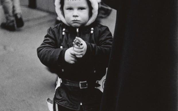 Diane Arbus, Kid in a hood ed jacket aiming a gun, N.Y.C. 1957 © The Estate of Diane Arbus, LLC. All Rights Reserved