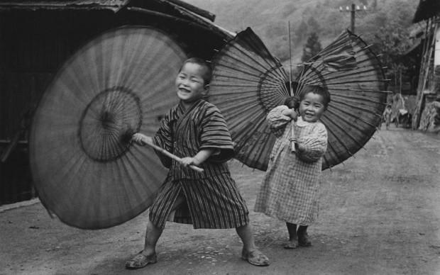 Domon Ken, Bambini che fanno roteare gli ombrelli, Ogochimura, 1937