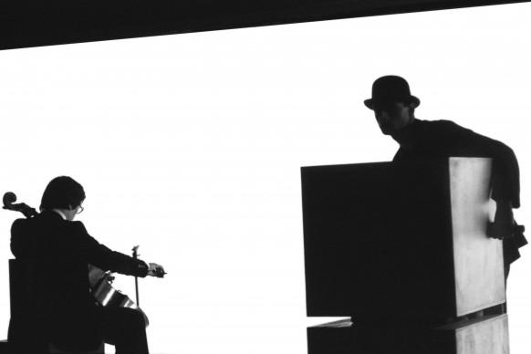 Gruppo Ouroboros, Winnie dello sguardo di Pier'Alli, musiche di Sylvano Bussotti, C.R.T. di Milano © Lelli Masotti