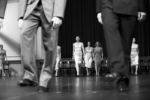 Kontakthof, messa in scena e coreografia di Pina Bausch, scenografia e costumi di Rolf Borzik, Opernhaus, Wuppertal © Silvia Lelli e Roberto Masotti