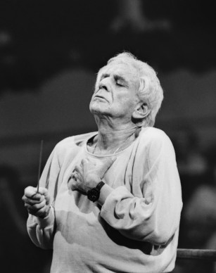 Leonard Bernstein dirige l'orchestra Filarmonica del Teatro alla Scala in una prova, Milano © Silvia Lelli e Roberto Masotti