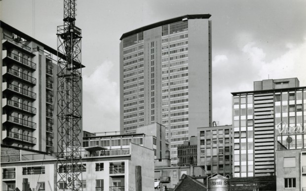 Paolo Monti, Palazzo Pirelli, Servizio fotografico realizzato a Milano nel 1961, fonte Wikipedia