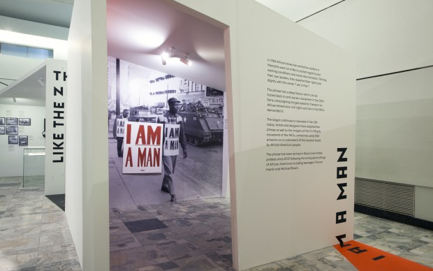 The-Poster-Remediated-installation-view-at-Poster-Museum-Varsavia-2016-photo-Piotr-Syndoman-1-4