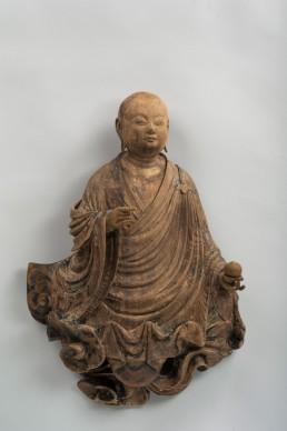 Jōchō, Bodhisattva su nuvola, Periodo Heian, 1053. Legno dipinto, altezza 57,1 cm. Bunkachō (Agency for Cultural Affairs)