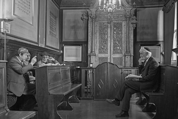 Ferdinando Scianna, Insegnamento del rabbino nel Midrash Luzzatto dentro la sinagoga Levantina © Ferdinando Scianna / Magnum Photos
