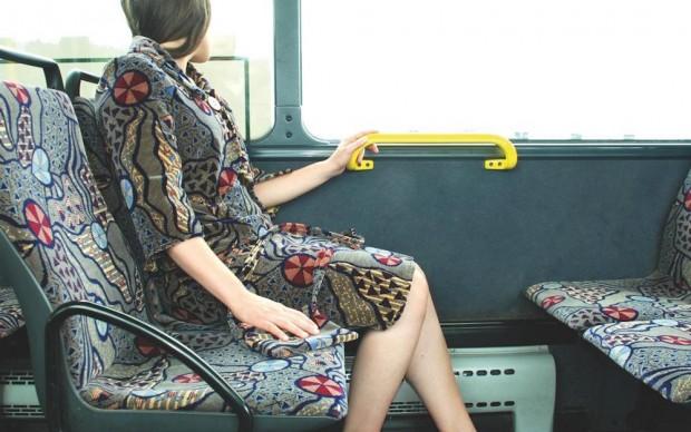 Menja Stevenson performance mezzi pubblici vestiti tessuti rivestimento