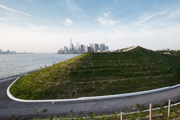 WEST 8, The Hills, Governors Island - New York. Photo by Timothy Schenck