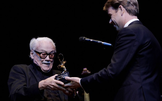 'Toots' Thielemans (L) receives the Jazz award 2009 in Amsterdam on August 11, 2009. AFP PHOTO/ANP/Rick NEDERSTIGT
