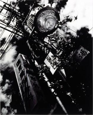 Daido Moriyama, Light and shadow, 1981, stampa sali d'argento, cm 36x44