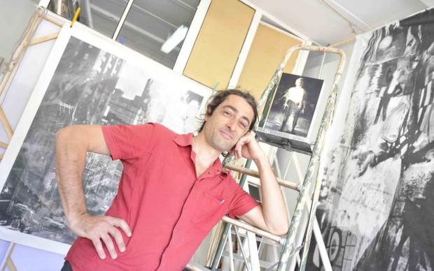 Michele Liuzzi nel suo studio d'artista a Torino