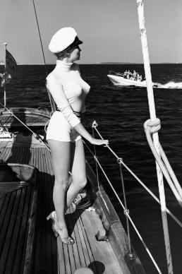 Helmut Newton, Winnie off the coast of Cannes, 1975