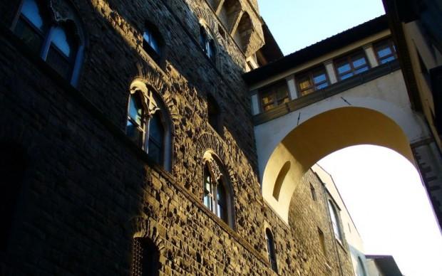 Via-della-Ninna-fra-Palazzo-Vecchio-e-gli-Uffizi firenze collegamento aereo