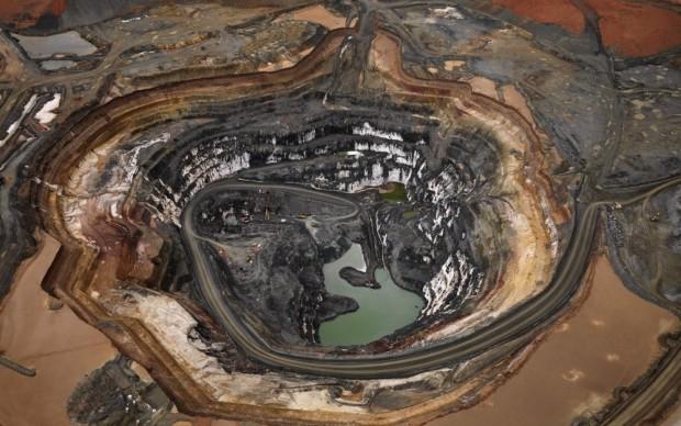 Edward Burtynsky, Silver Lake Operations #1, Lake Lefroy, Western Australia, 2007