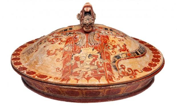 Recipiente con coperchio con scena mitica Becán, Campeche Periodo Classico Iniziale (250 - 600 d.C.) Ceramica INAH. Museo Arqueológico de Campeche, Fuerte de San Miguel. San Francisco de Campeche, Campeche 10 - 568677 mostra maya verona