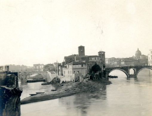 Esther B. Van Deman,  View of Tiber Island from Ponte Palatino, Rome, n.d. Albumen print, 100 x 125 m,  Photographic Archive, American Academy in Rome