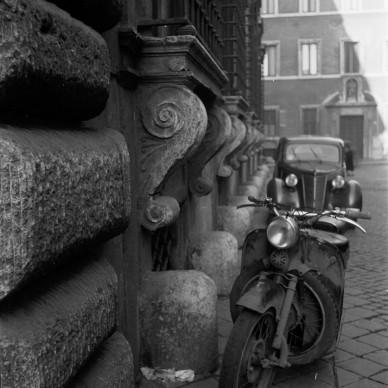 Georgina Masson,  Via Michelangelo Caetani, Palazzo Caetani, Rome, 1950–65. Print from negative film, 60 x 60 mm. Photographic Archive, American Academy in Rome