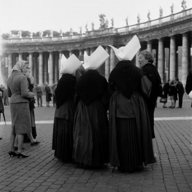 Georgina Masson,  Piazza San Pietro, Rome, 1950–65. Print from negative film, 60 x 60 mm. Photographic Archive, American Academy in Rome