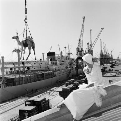 Gian Paolo Barbieri, Jilly Kellington, Port Sudan, 1974 - Courtesy by 29 ARTS IN PROGRESS gallery