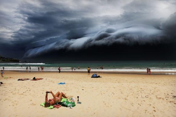 © Rohan Kelly, Storm Front on Bondi Beach, World Press Photo 2016