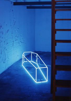 Sarah Lucas,  New Religion (blue), 1999, installation view Sarah Lucas, Beautiness, CFA, Berlin, 1999, Collection privée © L'artiste, courtesy Sadie Coles HQ, London et CFA, Berlin. Photo: J. Littkemann