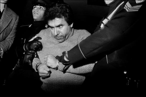 Letizia Battaglia, L'arresto del feroce boss mafioso Leoluca Bagarella, Palermo, 1980. Courtesy l'artista