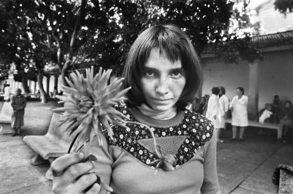 Letizia Battaglia, Via Pindemonte, Ospedale Psichiatrico.  Palermo, 1983. Courtesy l'artista