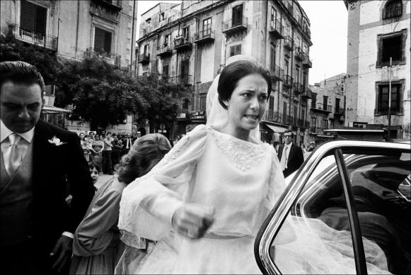 Palermo, 1980. La sposa ricca inciampa sul velo a Casa Professa