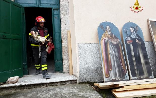 Recupero opere dalla Chiesa di San Pellegrino a Norcia – Foto: Vigili del Fuoco