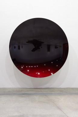 Anish Kapoor, Mirror (Black to Red), 2016, Alluminio e pittura