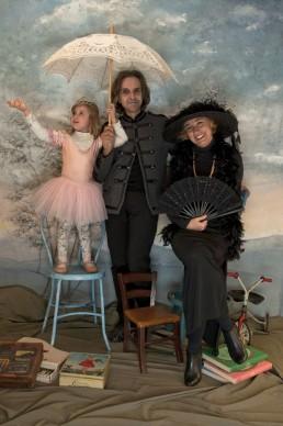 Flavia Franceschini, Maria Livia Brunelli e Fabrizio Casetti, galleristi, con la figlia Lucrezia - Convivendo con l'arte e girando il mondo con essa