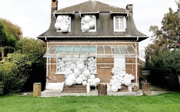 Charles-Pétillon installazione palloncini bianchi fotografia