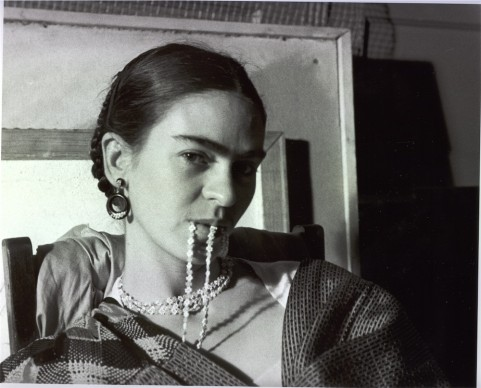 Frida Biting Her Necklace, New Workers School, NYC 1933 © Lucienne Bloch