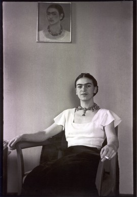Frida at the Barbizaon Plaza Hotel, New York City, 1933 © Lucienne Bloch