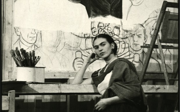 Frida in Front of Unfinished Unity Panel at New Workers School © Lucienne Bloch