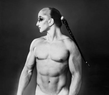 Mina, rappresentata dall'artista e fotografo Mauro Balletti