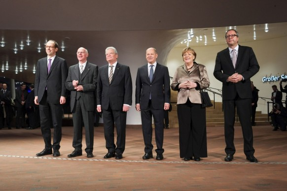 Cerimonia di inaugurazione dell'Elbphilharmonie di Amburgo, 11 gennaio 2017. Presente anche il sindaco di Amburgo Olaf Scholz e il Cancelliere tedesco Angela Merkel