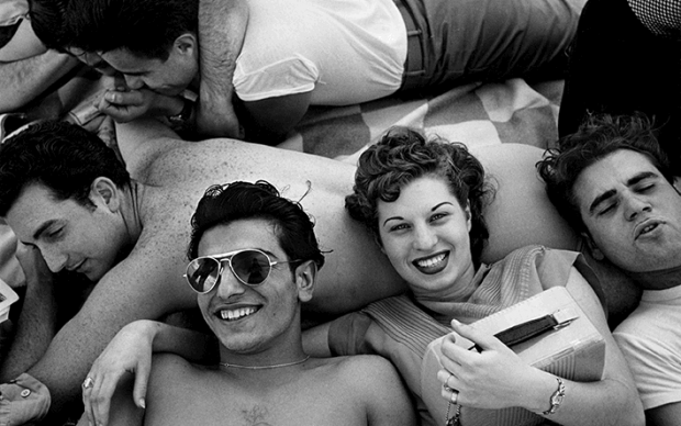 Coney Island Teenagers, 1949 © Harold Feinstein Courtesy Galerie Thierry Bigaignon