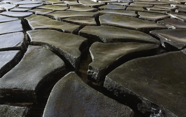 Il Grande Nero Cretto al campus di UCLA, di Alberto Burri